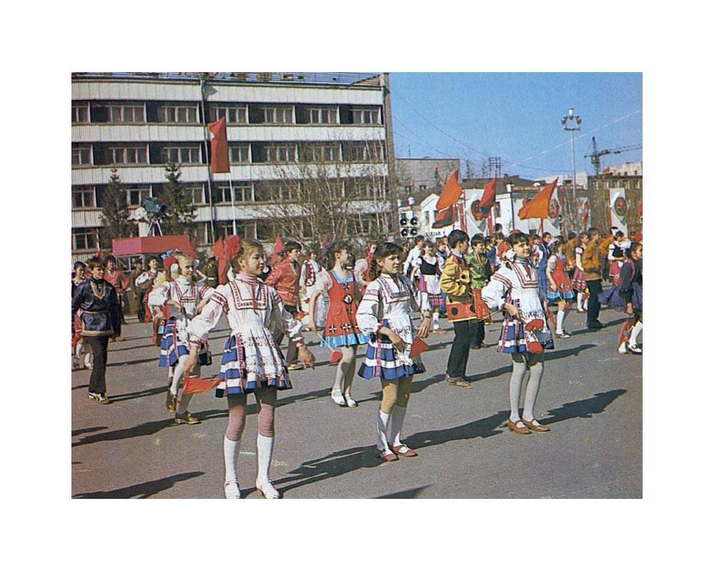 1 мая в СССР. Праздничные шествия и представления. Мир, труд, май