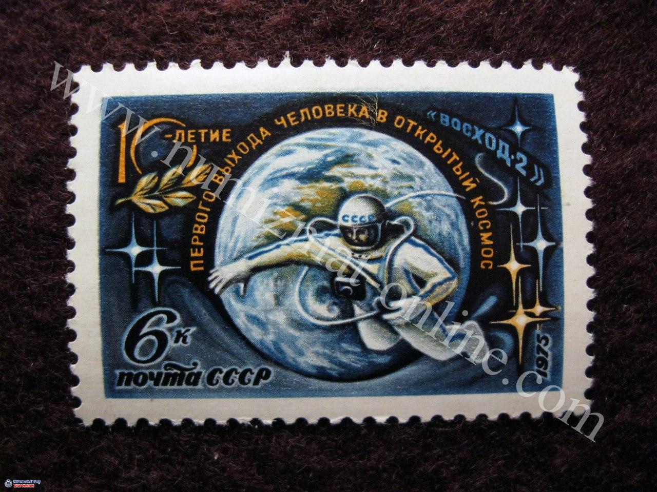 10 лет с первого выхода человека в открытый космос. Выход в космос, Фигура космонавта, парящего в космосе