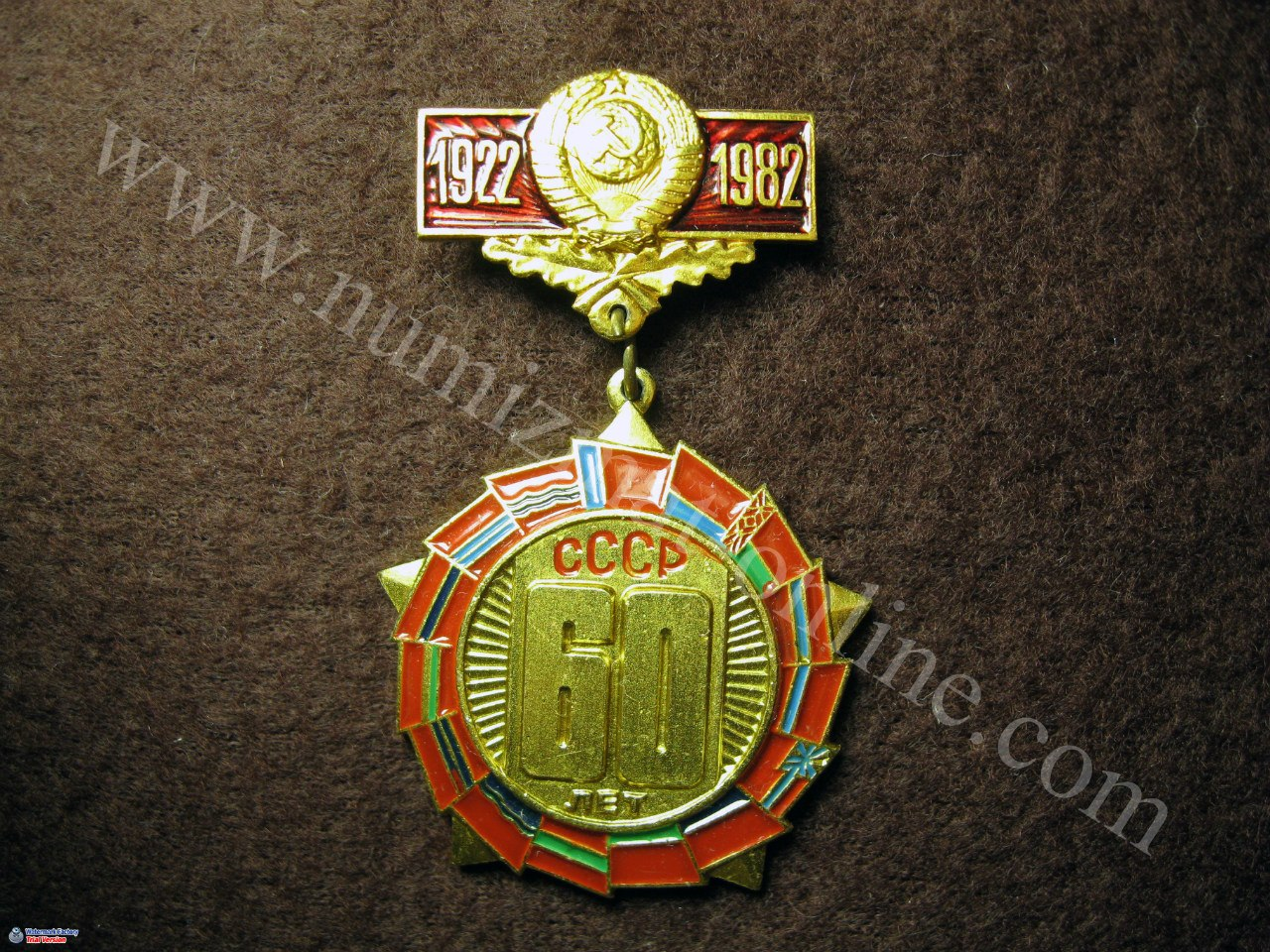 60 лет СССР. Значок. Крепление булавочное