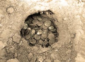 Клад монет в земле
