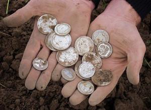 Найденные в поле монеты